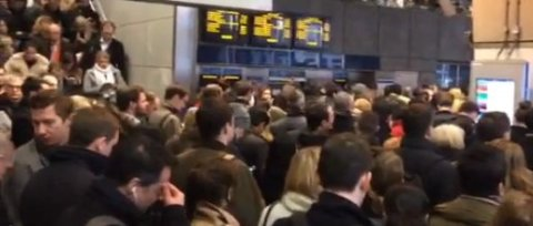 Crowd control at ticket barriers on London Transport system. Image: Katie Rogers for LondonMMNews