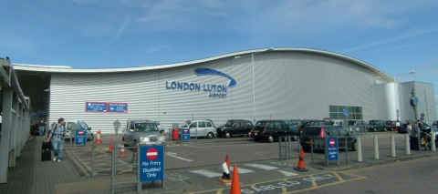 """Luton airport"""" by fr:Utilisateur:Steff - Personal picture. Licensed under CC BY-SA 3.0 via Wikimedia Commons"""