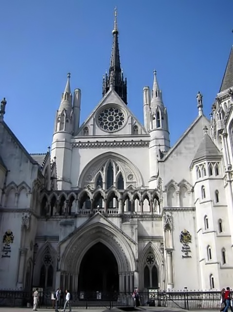 Royal-courts-of-justice by MykReeve at the English language Wikipedia. Licensed under CC BY-SA 3.0 via Wikimedia Commons