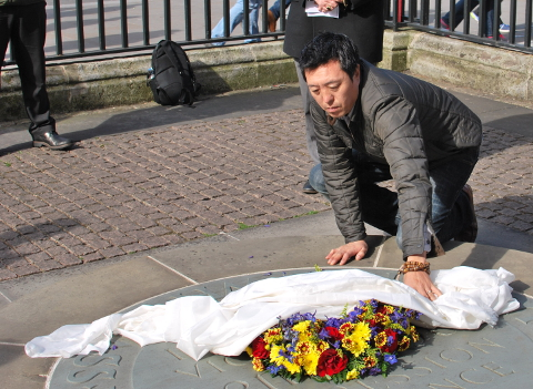 Tehor Yeshi Ngawang lays  the wreath at the ceremony