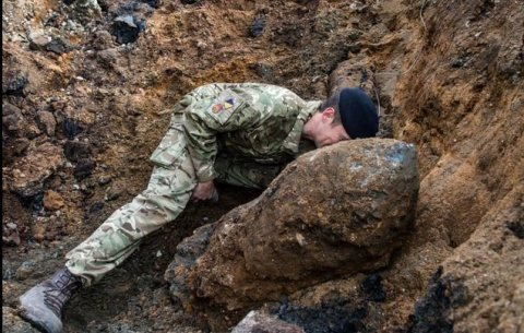 Unexploded WWII bomb up close uncovered at the Grange, Bermondsey. Image: British Army photograph Rupert Frere