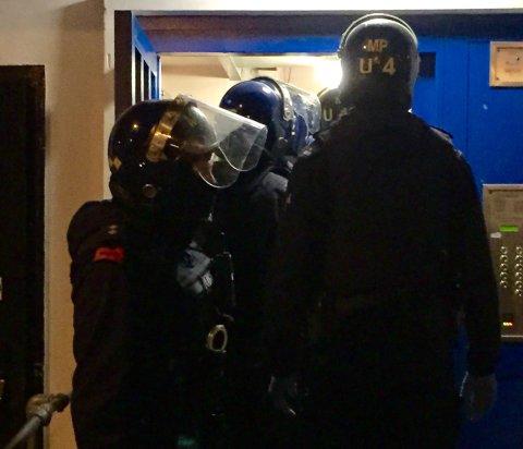 Met Police officers in dawn raid in Lambeth combating drug dealing. Image: Met Police
