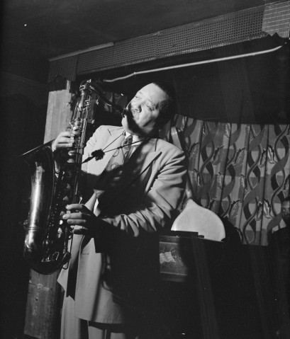 Lester Young (Gottlieb 09431) by William P. Gottlieb - This image is available from the United States Library of Congress's Music Division under the digital ID gottlieb.09431. Licensed under Public Domain via Wikimedia Commons