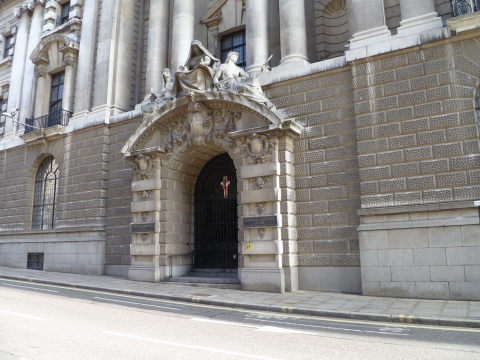 """Old Bailey entrance"" by Tbmurray - Own work. Licensed under CC BY 3.0 via Wikimedia Commons"
