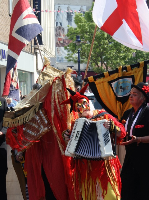 """St George's Day in Gravesend, Kent b"" by Glen - Flickr: St George's Day in Gravesend, Kent. Licensed under CC BY 2.0 via Wikimedia Commons"