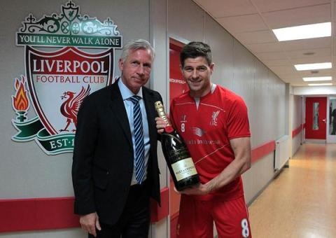 Alan Pardew gifts Steven Gerrard a bottle of International Brut before Palace beat Liverpool in Gerrard's last ever home game at Anfield. Image: @Crystal Palace