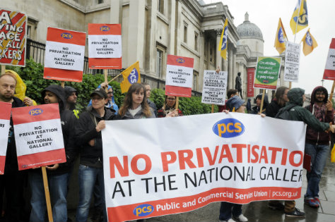 PCS members demonstrating outside the National Gallery in long running dispute over privatisation. Image: PCS