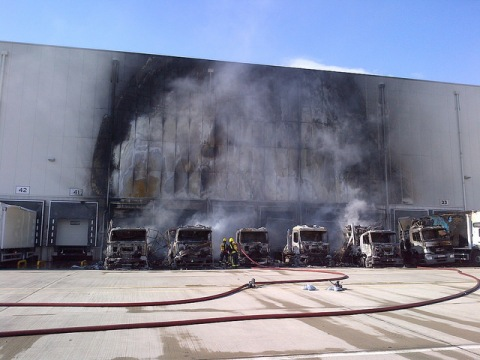 Damage to Sainsburys food distribution depot in Charlton wold have been much greater without sprinkler system. Image:@LondonFire