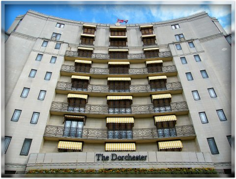 The Dorchester Hotel, London. Uploaded by Oxyman. Licensed under CC BY 2.0 via Wikimedia Commons -