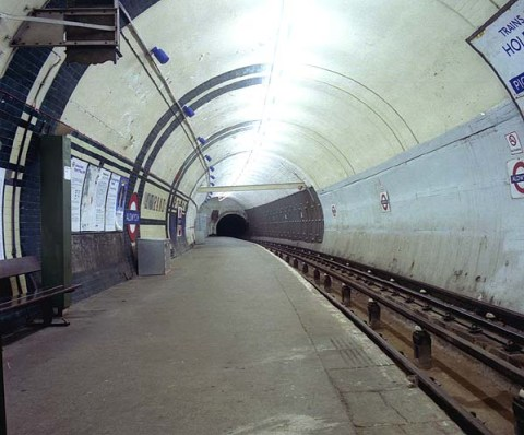 """""""Aldwych tube station platform in 1994"""" by Phillip P. Licensed under CC BY-SA 2.0 via Wikimedia Commons"""