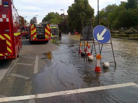 Kennington Park Road burst water main incident. Image: @LondonFire