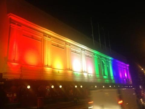 Madame Tussauds supports LGBT Pride with a light show on their building this weekend. Image:@MadameTusauds