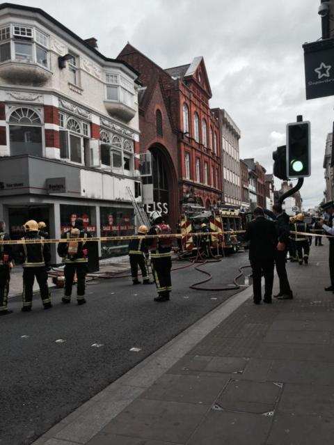 Coordination between fire and police services in Richmond during shoe shop blaze incident in George Street. Image:@MPSRichmond.