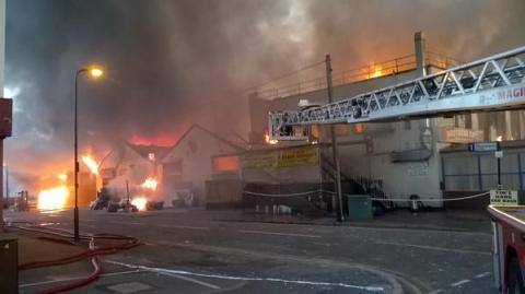 Large fire being tackled by LFB in Wadsworth Rod, Perivale. Image:@LondonFire