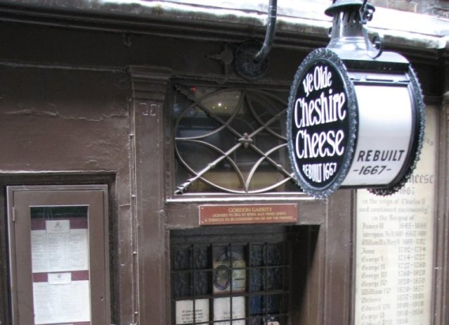 Ye Old Cheshire Cheese off Fleet Street. Image: by Banjobacon at English Wikipedia. Licensed under CC BY 2.5 via Commons.
