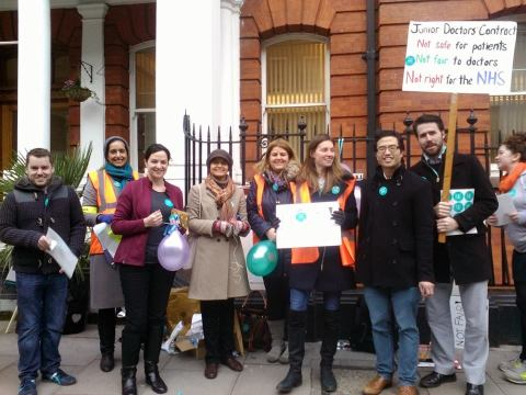 The picket line at Great Ormond Street Hospital, London. Image: Al Riddell.