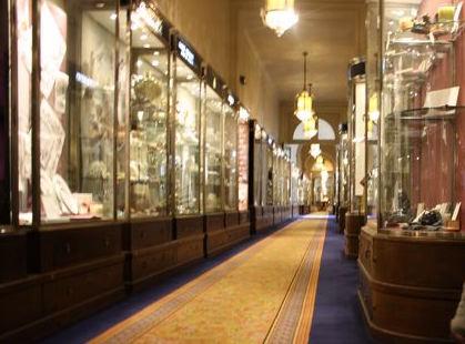 Paris Ritz hallway (image: rm)