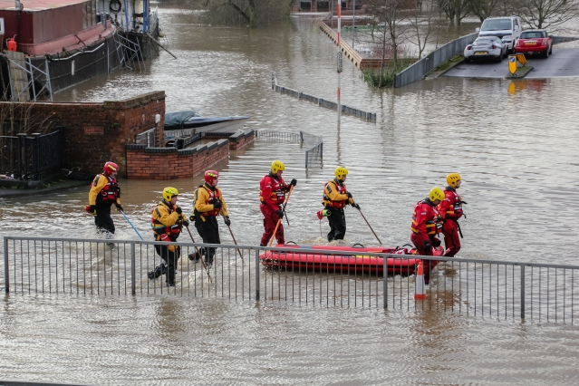With roads submerged, the only way to get around was by boat. By Richard Scott from York, UK (York Floods 2015 #23) [CC BY 2.0 (http://creativecommons.org/licenses/by/2.0)], via Wikimedia Commons