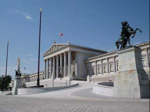 Austrian Parliament building in Vienna. Image: Jean Fonseca, Creative Commons licence.